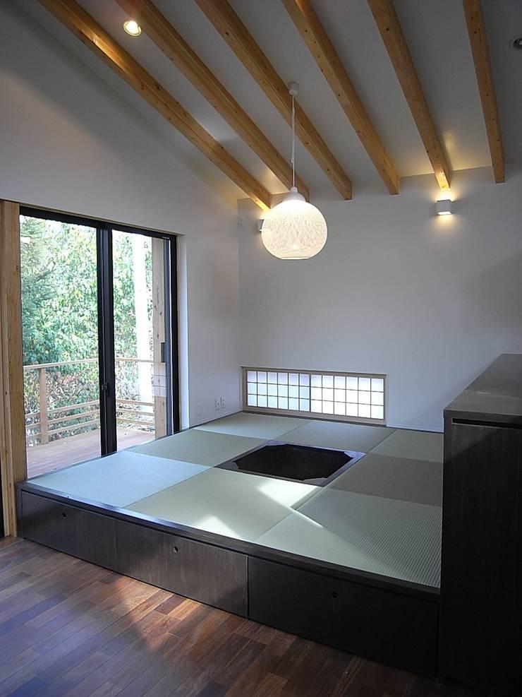 和室コーナー: Unico design一級建築士事務所が手掛けた和室です。,