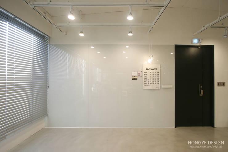 Studio in stile  di 홍예디자인
