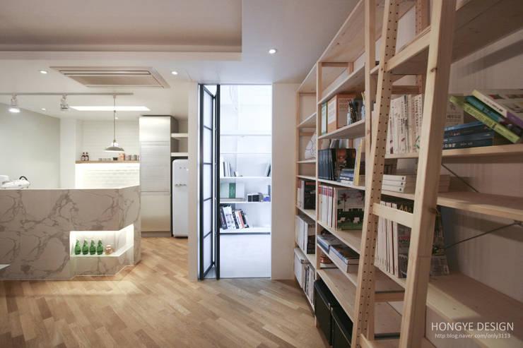 Garage/shed by 홍예디자인