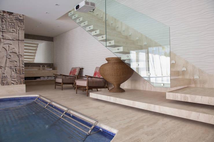 obra residêncial scs: Corredores e halls de entrada  por Sandra Sanches Arq e Design de Interiores