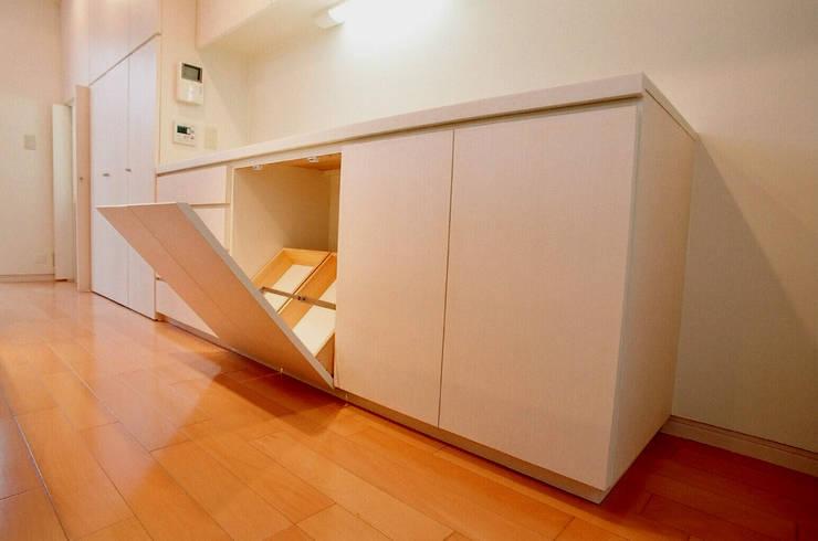 キッチン収納: Unico design一級建築士事務所が手掛けたキッチンです。