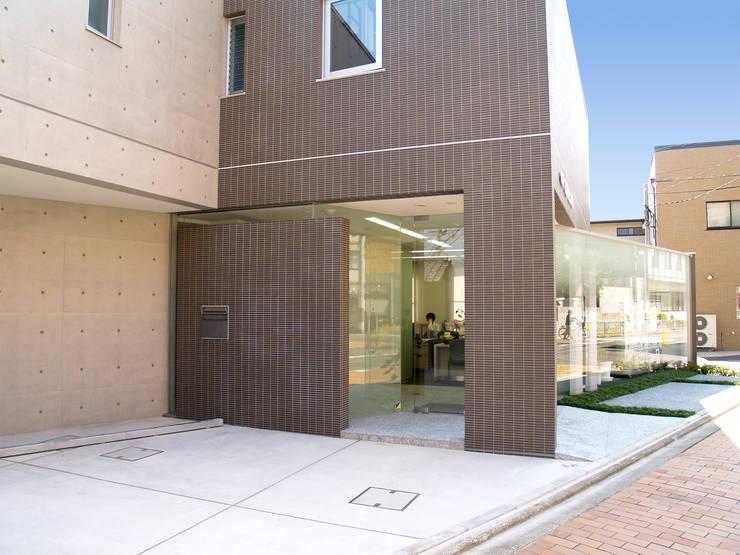 西側外観北側から近景:       古津真一 翔設計工房一級建築士事務所が手掛けた商業空間です。