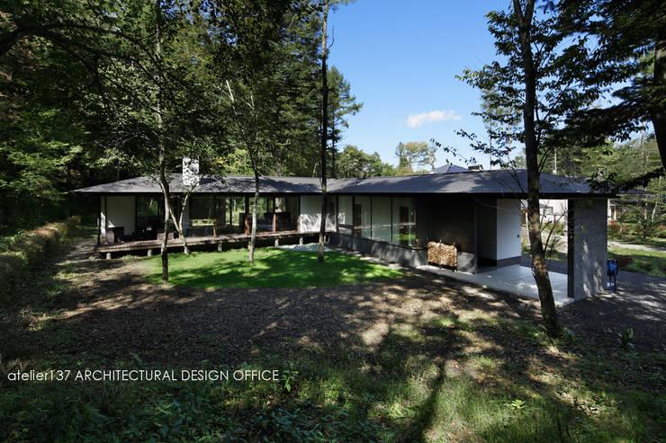 Casas de estilo clásico de atelier137 ARCHITECTURAL DESIGN OFFICE Clásico Vidrio