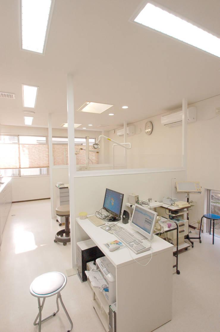 Study/office by 光安義光&アトリエMYST / MITSUYASU  YOSHIMITSU & ATELIER  MYST,