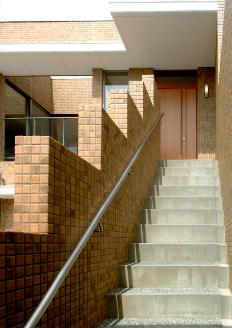 階段1: 株式会社 岡﨑建築設計室が手掛けた廊下 & 玄関です。,モダン