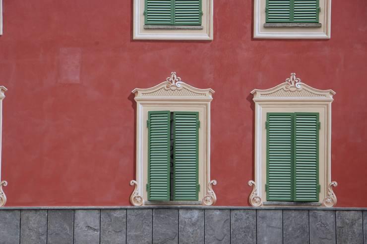 klassische Fenster & Tür von Colori nel Tempo - decorazioni pittoriche