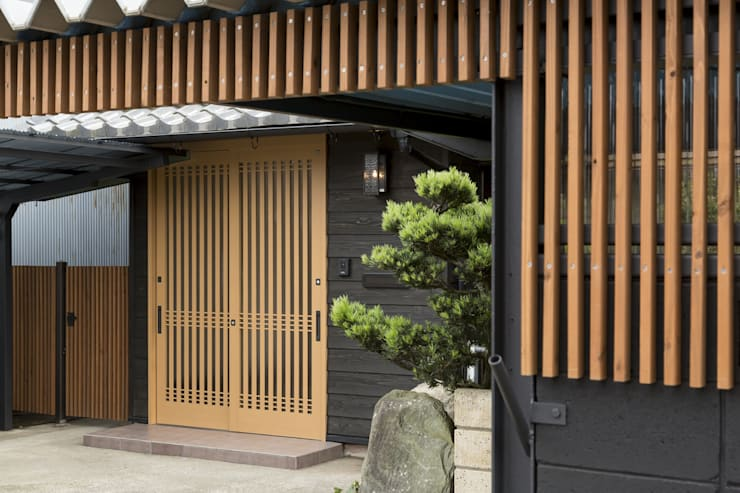Asian style corridor, hallway & stairs by 株式会社 鳴尾工務店 Asian
