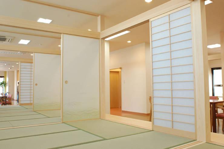 小規模多機能型居宅介護施設「くつろぎの家エルフ・本多聞」: 光安義光&アトリエMYST / MITSUYASU  YOSHIMITSU & ATELIER  MYSTが手掛けたです。