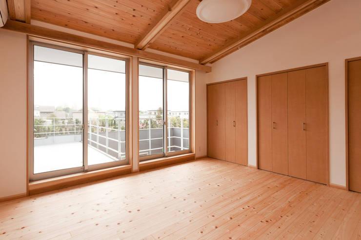 Projekty,  Sypialnia zaprojektowane przez 有限会社 宮本建築アトリエ