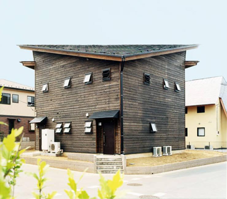 【北側立面】: 安達文宏建築設計事務所が手掛けた家です。