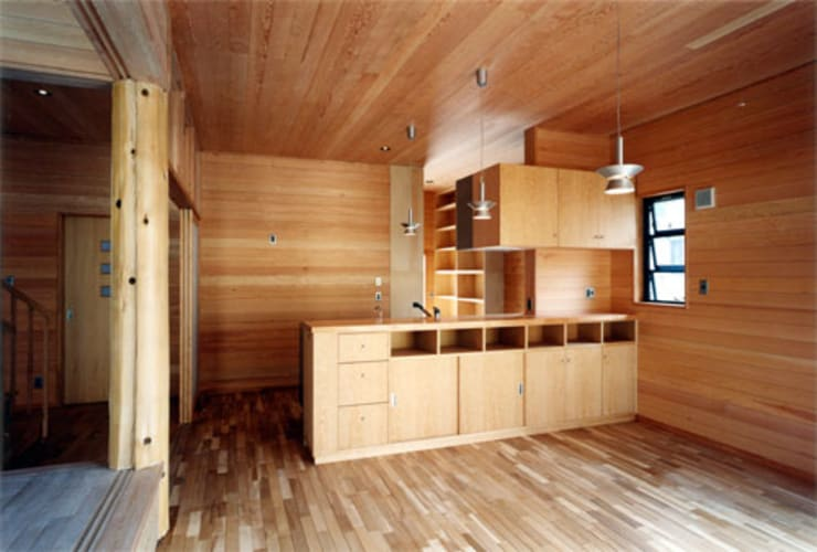 【食堂その1】: 安達文宏建築設計事務所が手掛けたキッチンです。