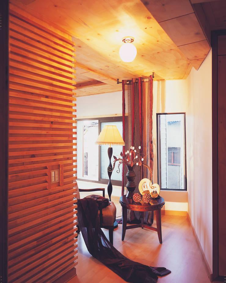 Salas / recibidores de estilo  por 국민대학교