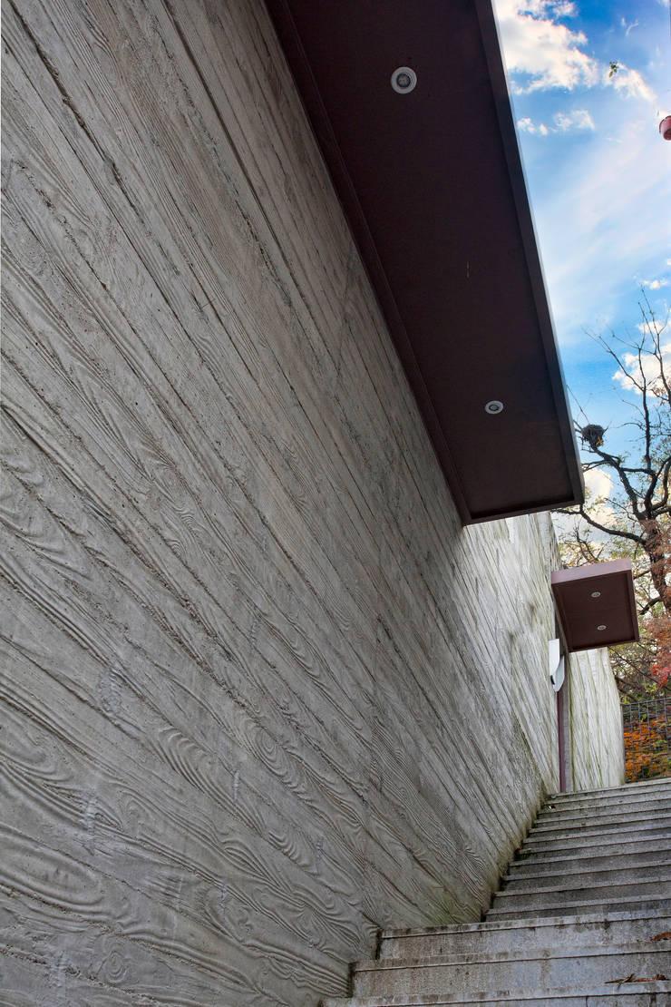 성북동 보현재: 국민대학교의  주택,모던