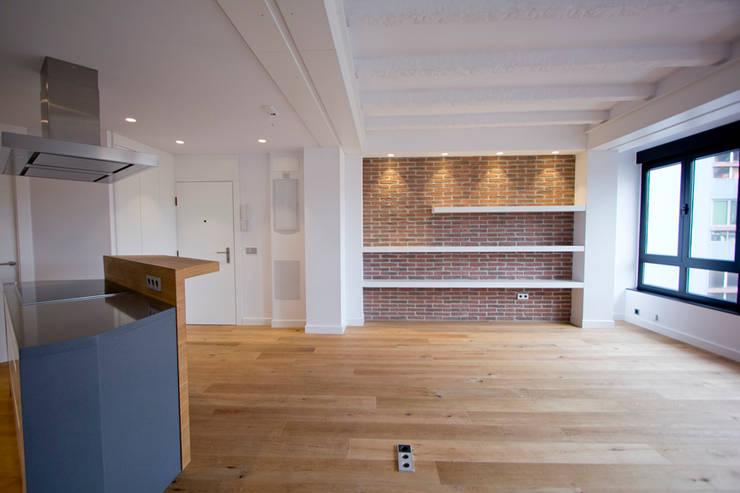 Reforma de piso en Gijón: Salones de estilo  de Bocetto Interiorismo y Construcción,