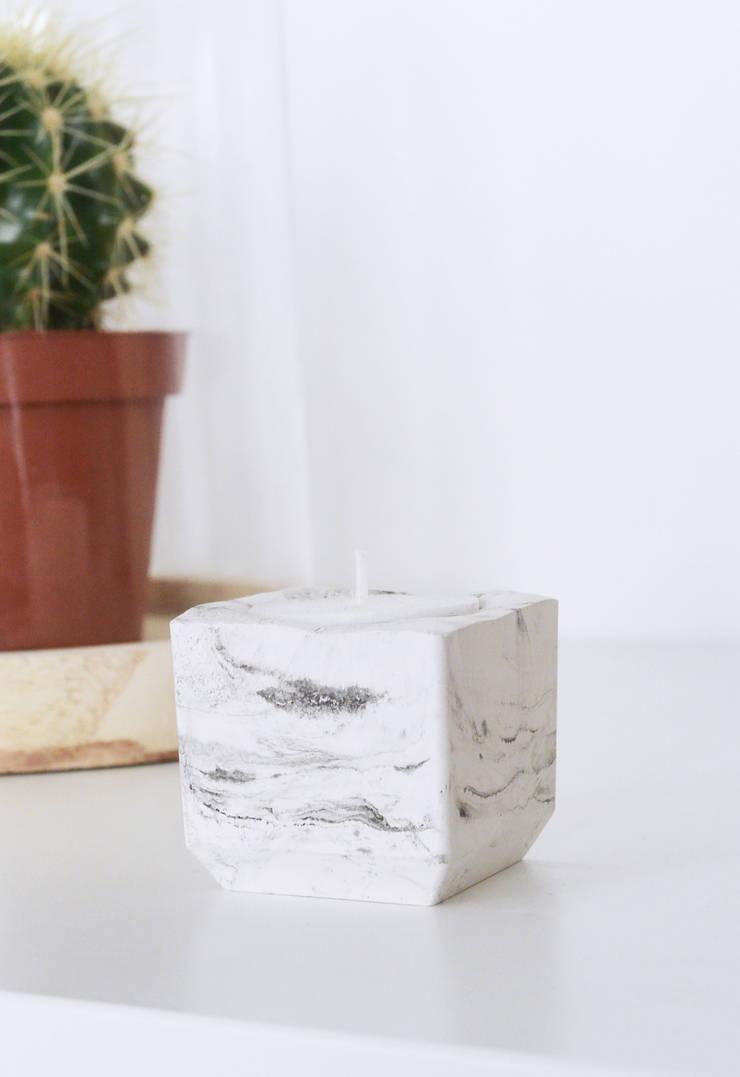 Tealight holder <q>marble</q> :  Woonkamer door STUDIOGWEN