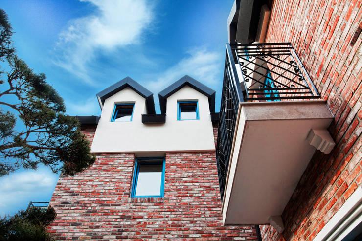Blue windows: 국민대학교의  주택