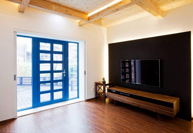 Blue windows: 국민대학교의  다이닝 룸