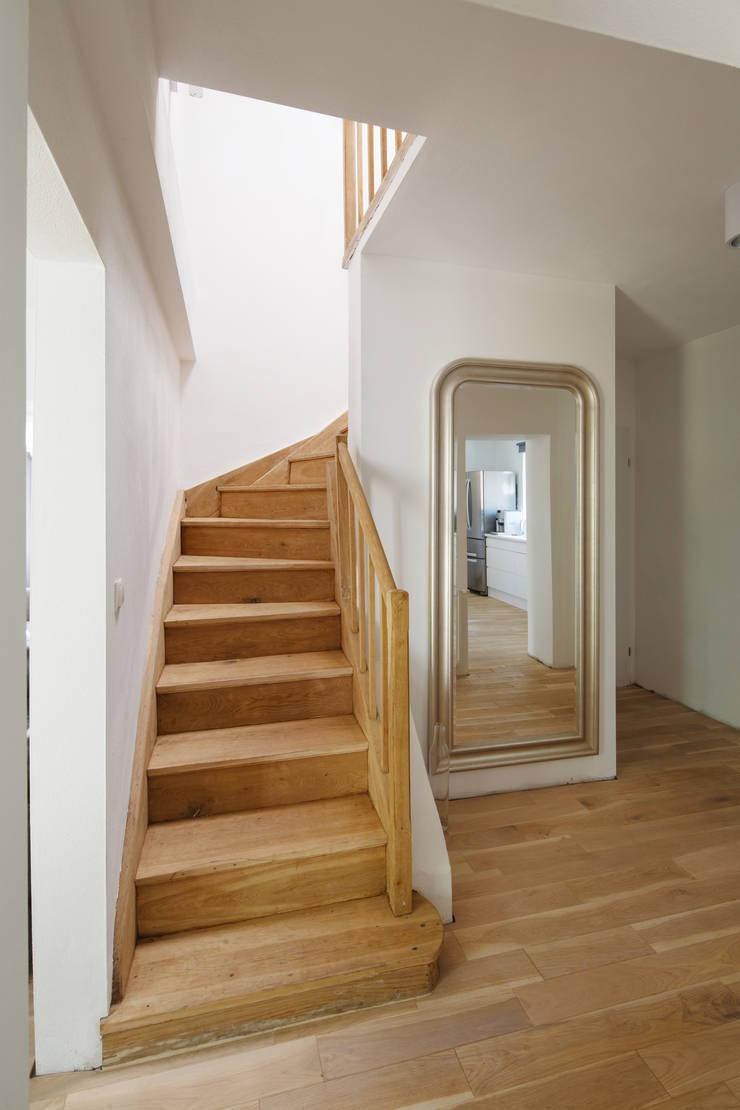 CUBE-2-BOX HOUSE: styl , w kategorii Korytarz, przedpokój zaprojektowany przez Zalewski Architecture Group,Minimalistyczny