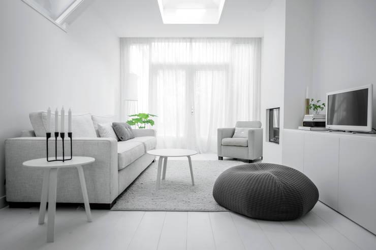 Woonhuis | Delft : scandinavische Woonkamer door Design Studio Nu