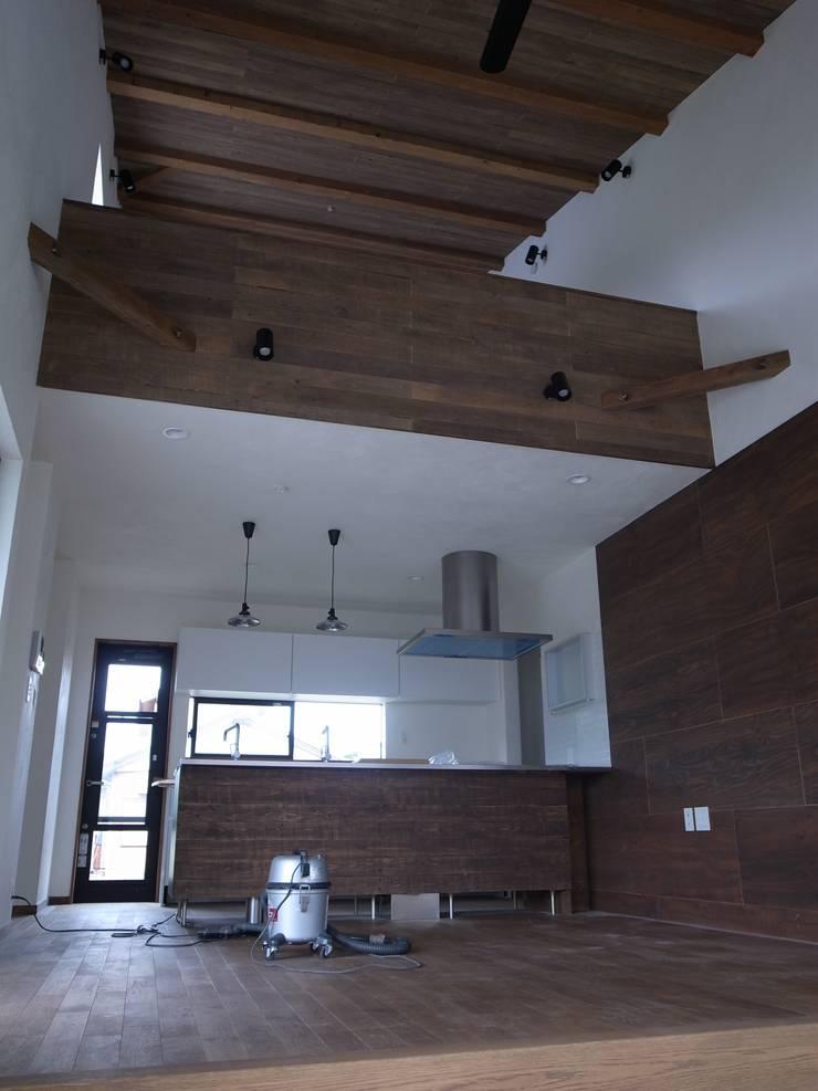 みんなでつくる家: Wats建築デザインが手掛けたリビングです。