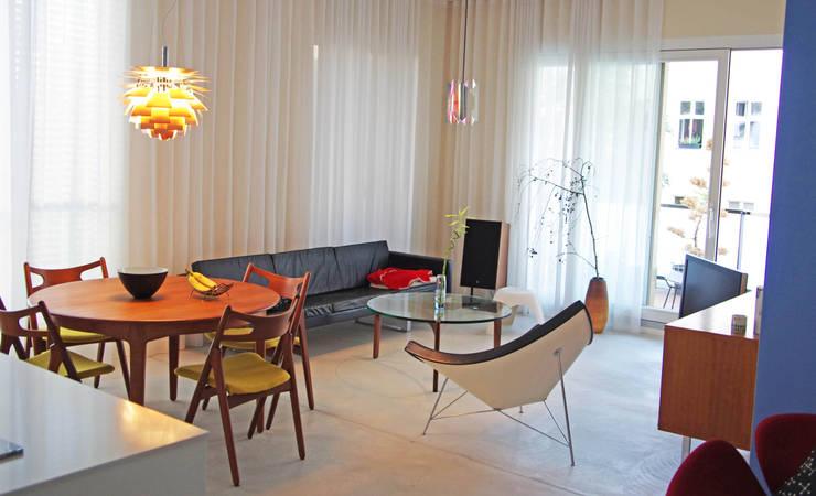 Mid 20th Century & Moderne: skandinavische Wohnzimmer von rené berlin