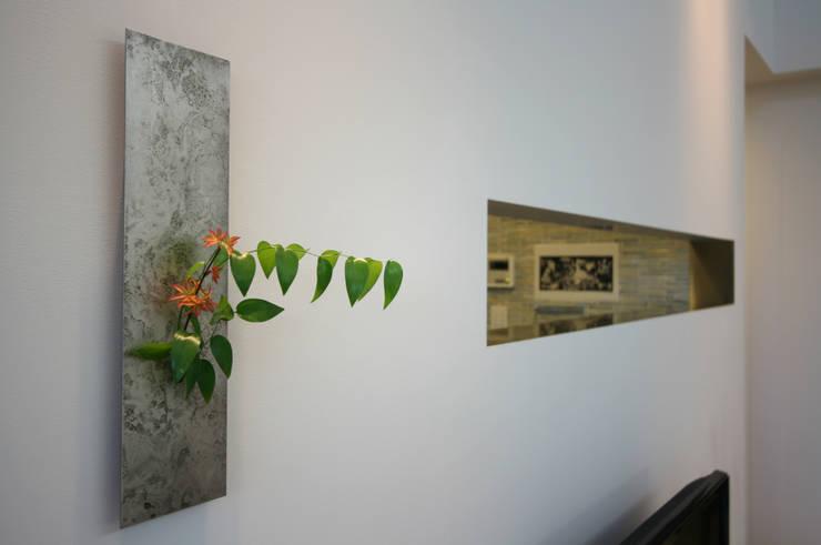 N-SOHO: 有限会社トレック建築設計室 一級建築士事務所が手掛けた廊下 & 玄関です。