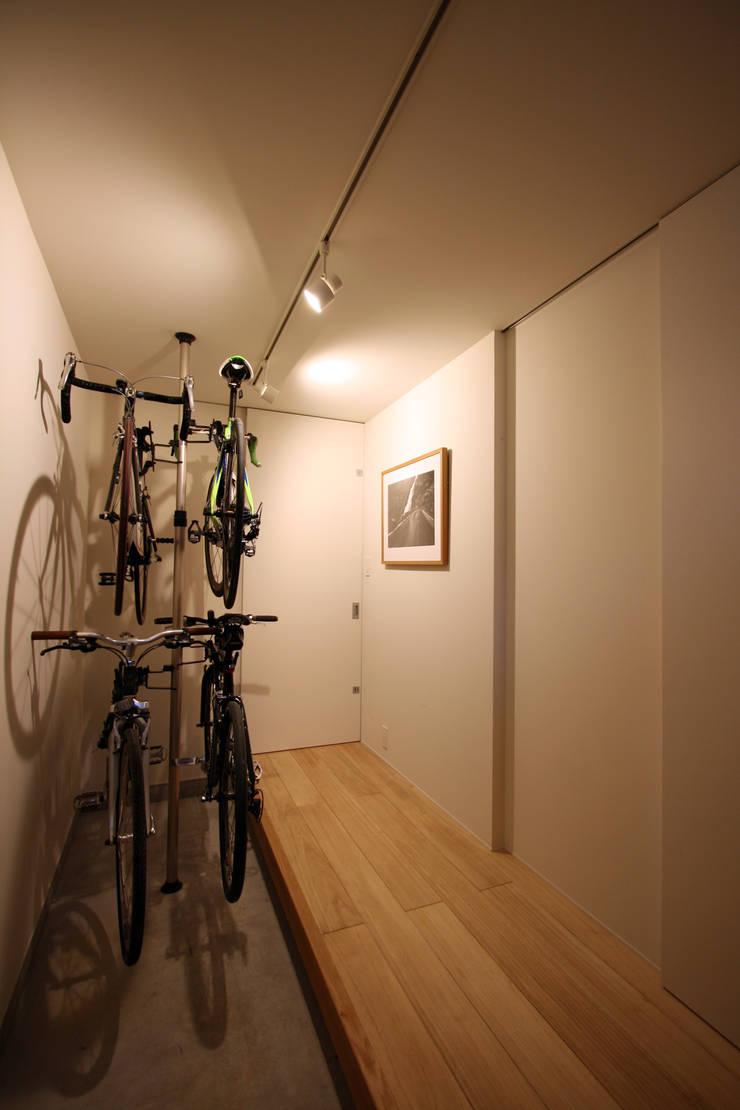 N-SOHO: 有限会社トレック建築設計室 一級建築士事務所が手掛けた廊下 & 玄関です。,