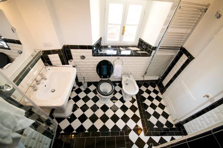 Progettazione e realizzazione bagno in appartamento a Firenze : Bagno in stile  di Riccardo Barthel