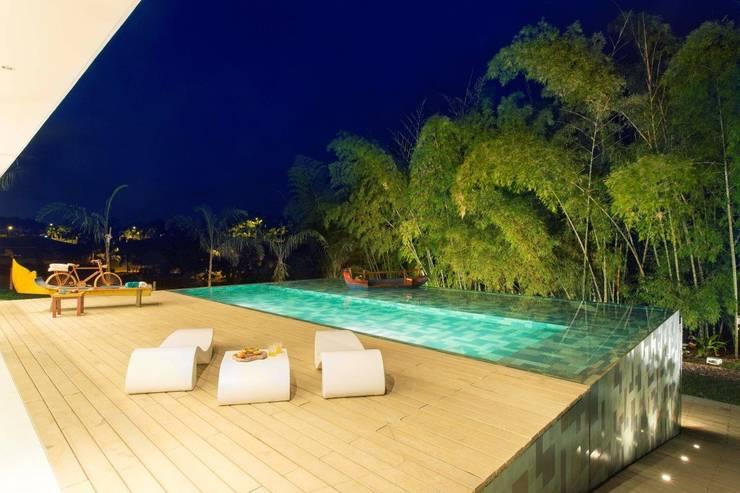 Casa Galeria: Piscinas de estilo moderno por Giovanni Moreno Arquitectos