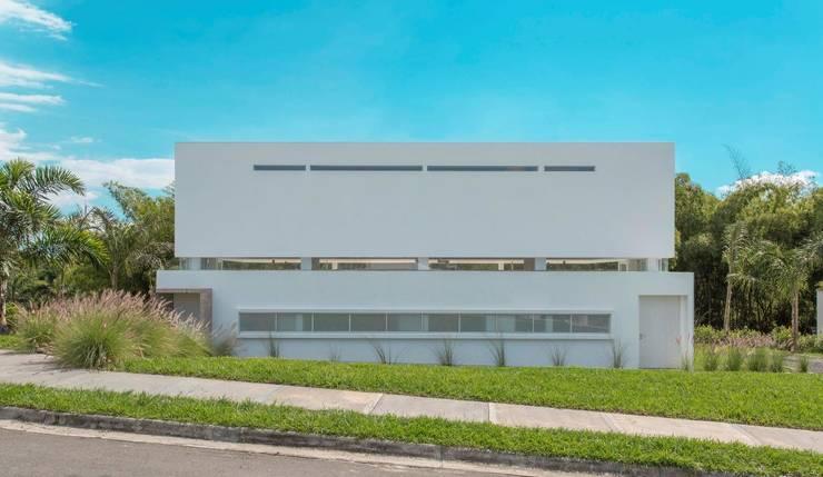 Casa Galeria: Casas de estilo  por Giovanni Moreno Arquitectos