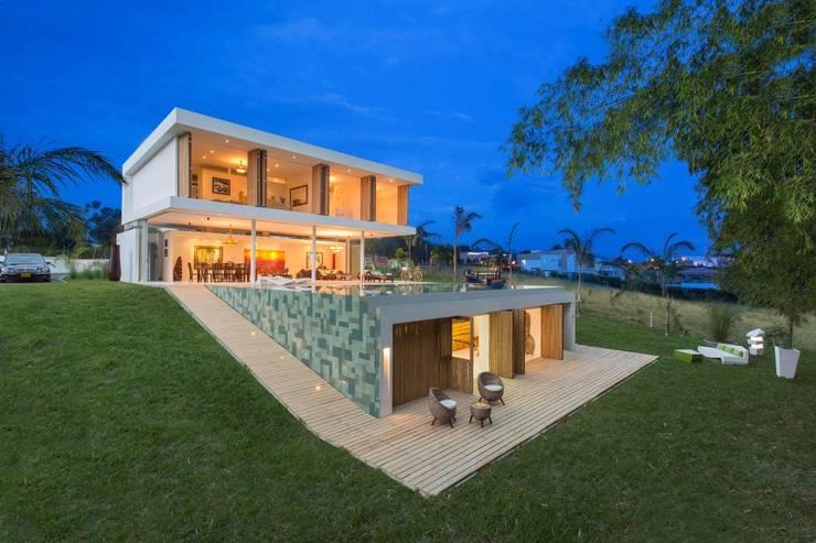 Casa Galeria: Casas de estilo moderno por Giovanni Moreno Arquitectos