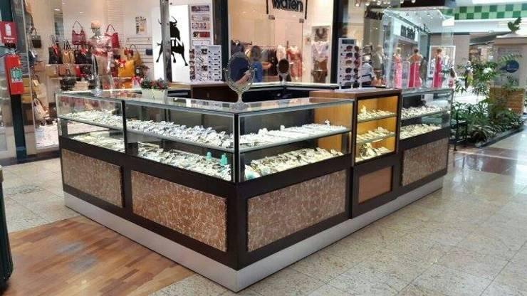 Quiosque Loja - Shopping D. Pedro: Escritório e loja  por Marcenaria Moraes