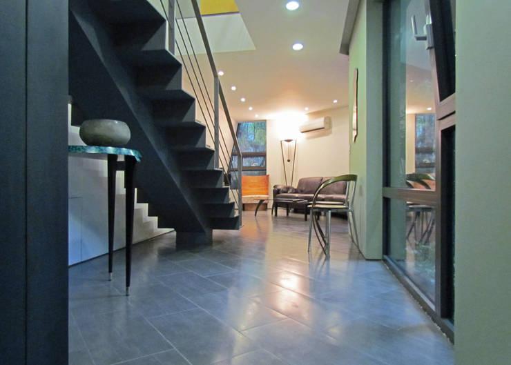 반포 577 주택 : 한울건축의  복도 & 현관