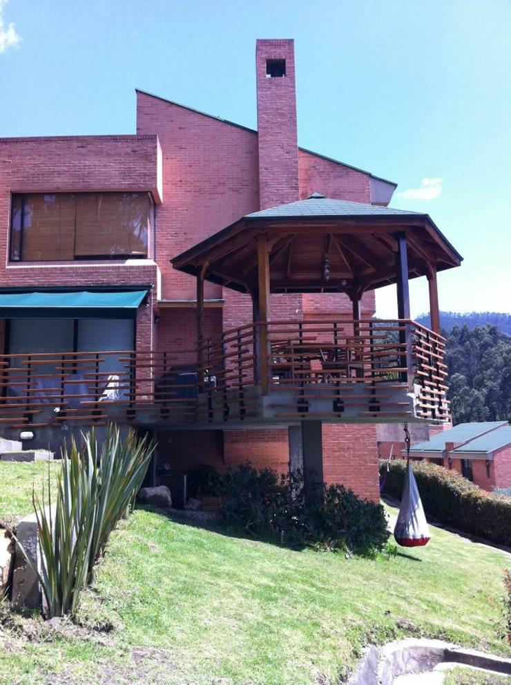 Jardin de style  par Vertice Oficina de Arquitectura, Minimaliste