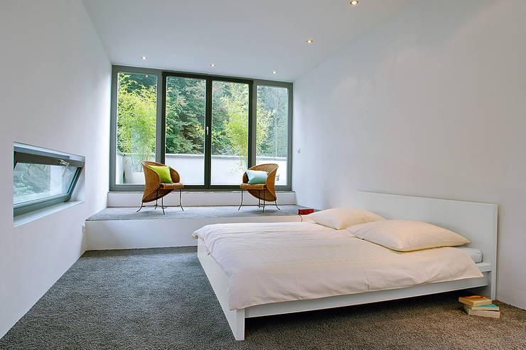 Elkin + Brombach Architekten의  침실