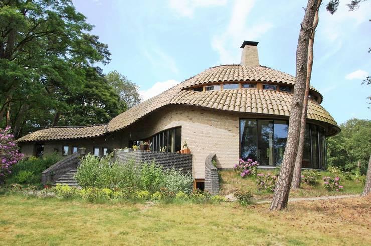 Van Thiel:  Huizen door VAN LAARHOVEN COMBINATIE, Landelijk