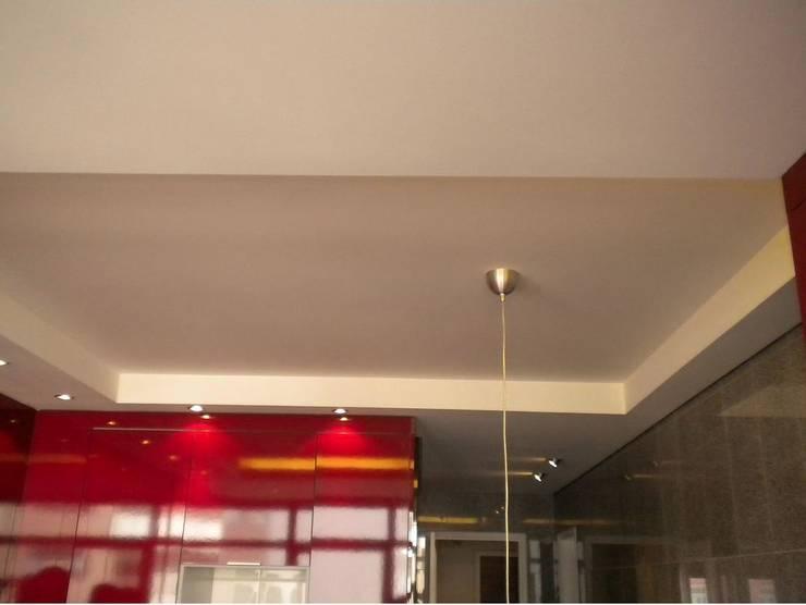 Apartamento <q>Avenida</q>: Cozinhas modernas por ribau margaça _ arquitetura