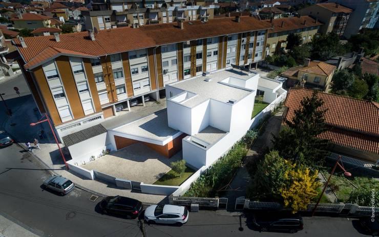 Casas de estilo  por bo | bruno oliveira, arquitectura