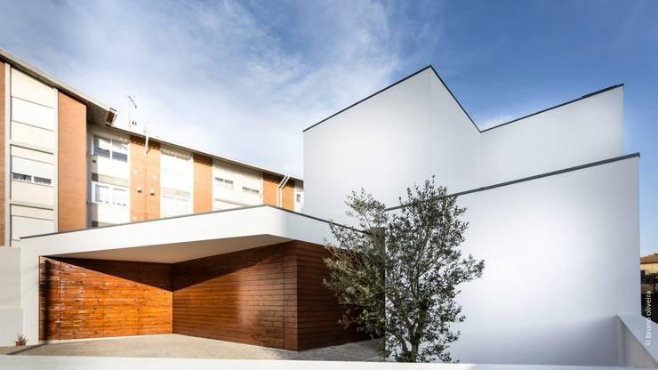 Case in stile in stile Moderno di bo | bruno oliveira, arquitectura