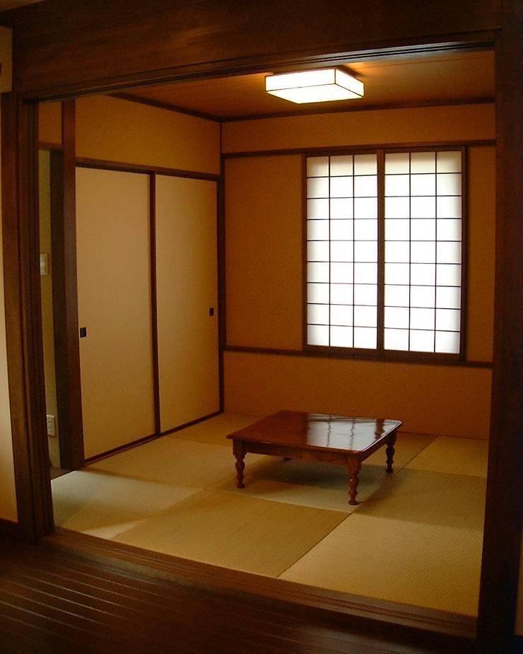 箱根の家: 一級建築士事務所Architecが手掛けた和室です。
