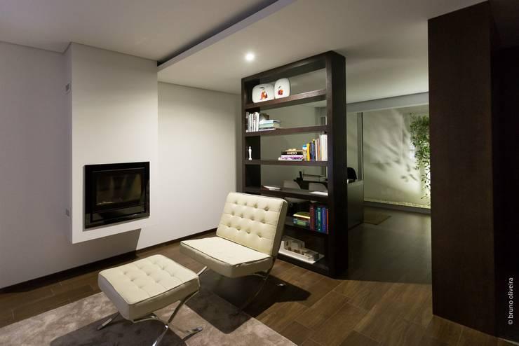 Salas de estilo moderno por bo | bruno oliveira, arquitectura