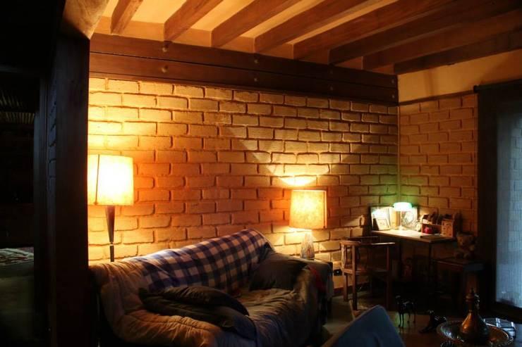 .: Salas de estilo  por escala urbana arquitectura s.a.s.