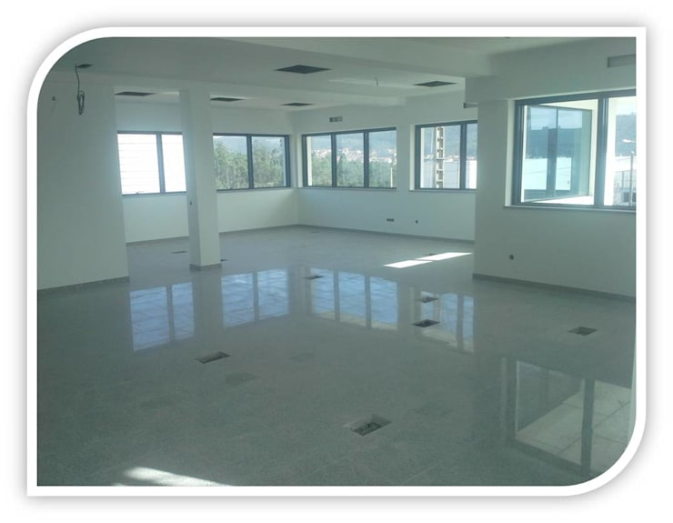 Revestimento de piso em Granito: Salas de jantar  por BELGRAN, LDA