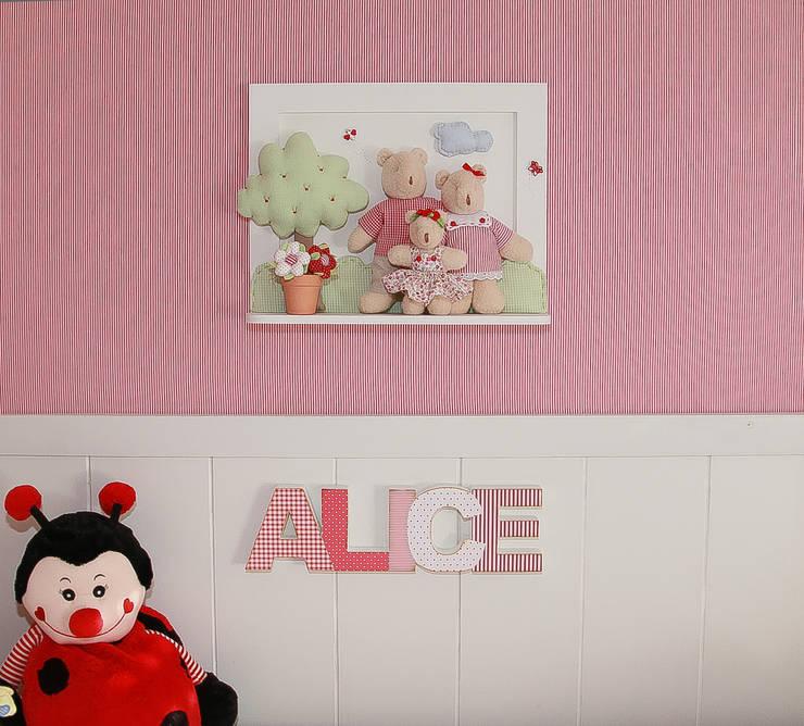 Dormitório Bebê: Quarto infantil  por Super StudioB
