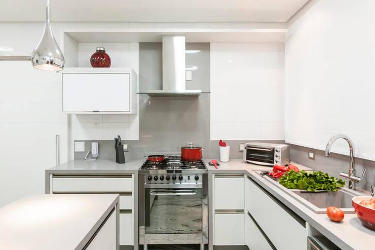 Edifício Bauhaus - Jd. Anália Franco: Cozinha  por FV