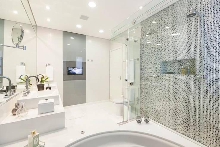Banho Suíte: Banheiro  por FV