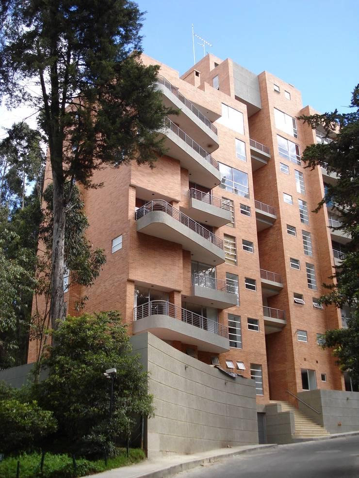Edificio Terrazas de Medina: Casas de estilo moderno por Vertice Oficina de Arquitectura