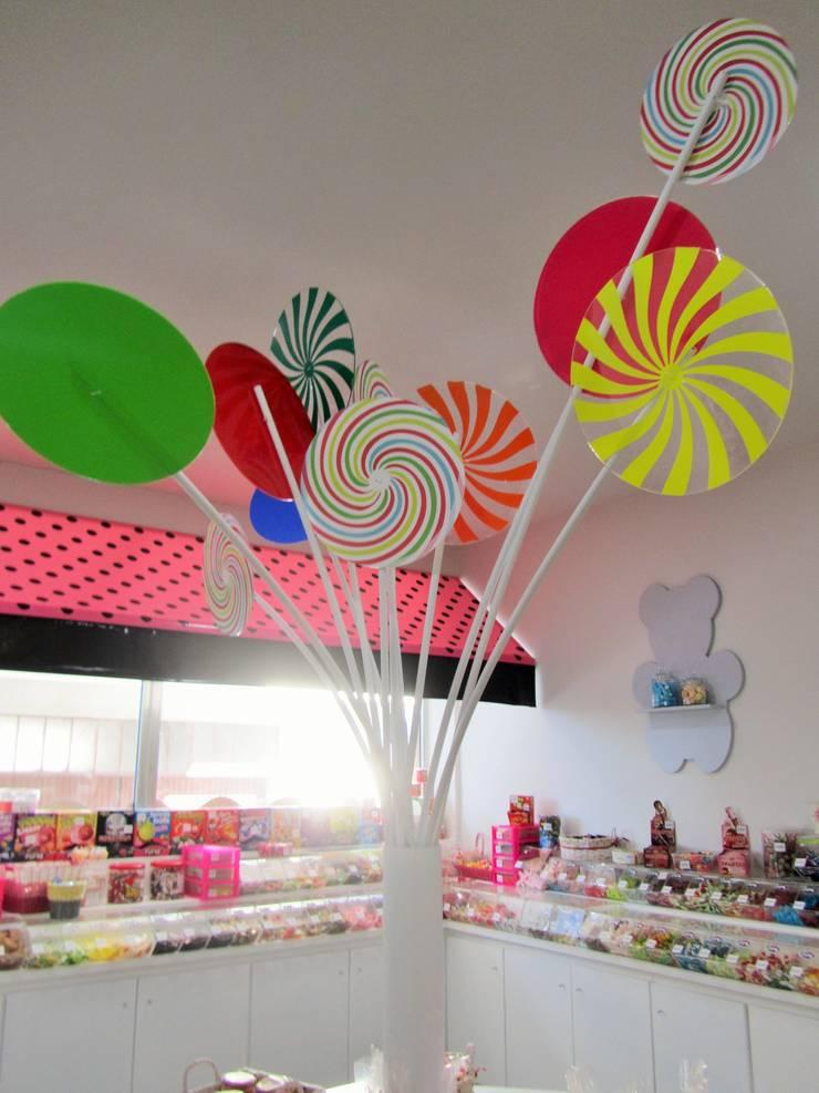 Comercial : Lojas e espaços comerciais  por NOZ-MOSCADA INTERIORES