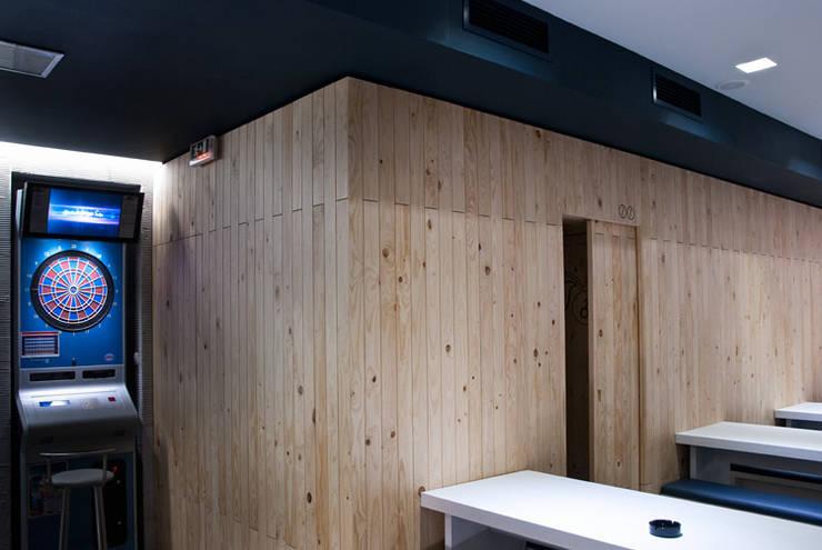Galeão Bar: Bares e clubes  por ad+r Creative Studio