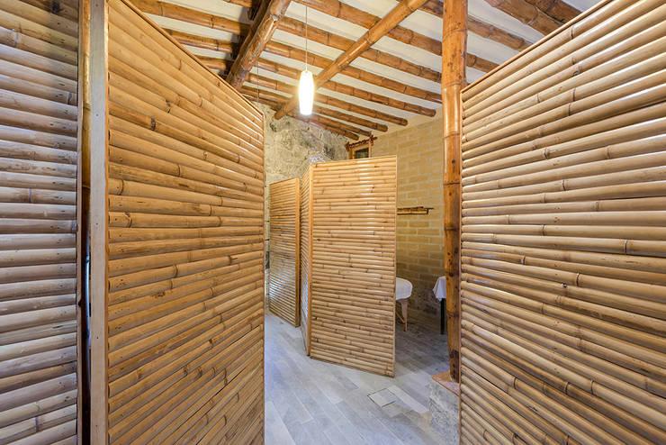 Spa 2: Spa de estilo  por Komoni Arquitectos